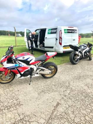 An image of bikes ready for a No Limits Track Day at Cadwell Park. A Kawasaki ZX6R B1H model and a Honda Fireblade SP