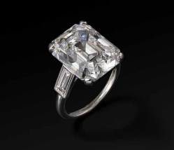 Cartier Paris Engagement ring 1956, platinum, diamonds, 2.3 x 1.6 x 1.1 cm, Photo: Vincent Wulveryck, © Princely Palace of Monaco