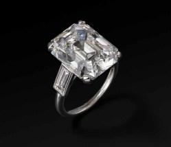Cartier Paris Engagement ring 1956, platinum, diamonds, 2.3 x 1.6 x 1.1 cm, Photo: Vincent Wulveryck, © Princely Palace of Monaco