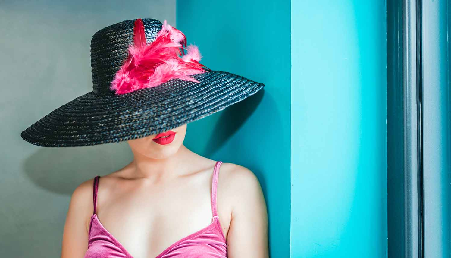 2 Simple Tips for Choosing a Flattering Hat