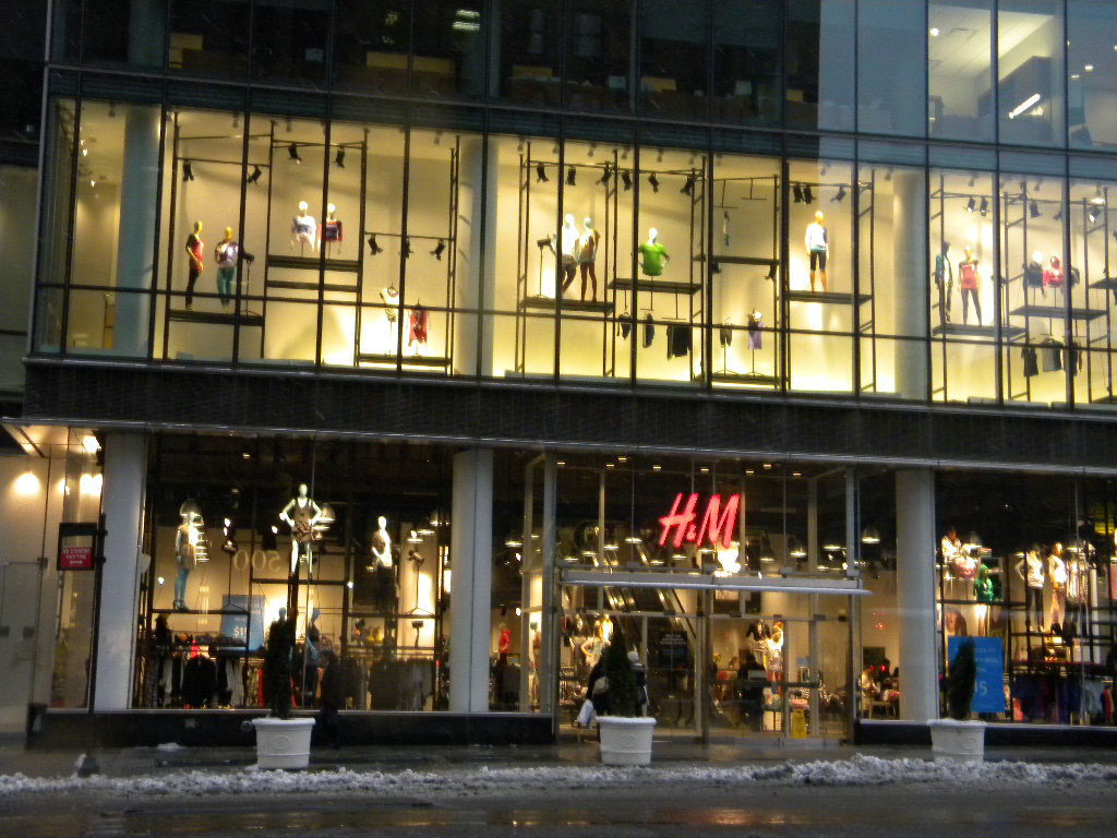 Store Windows in New York: H&M | FashionWindows Network