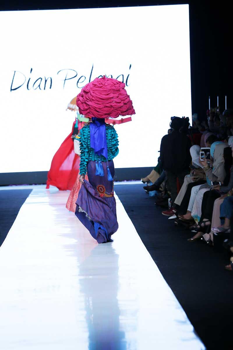 Jakarta Fashion Week 2014: Dian Pelangi | FashionWindows ...