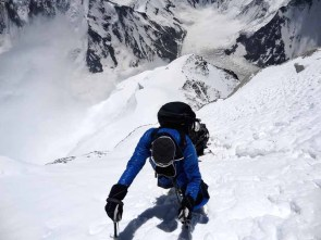 Moncler_Michele Cucchi climbing at 8300mt