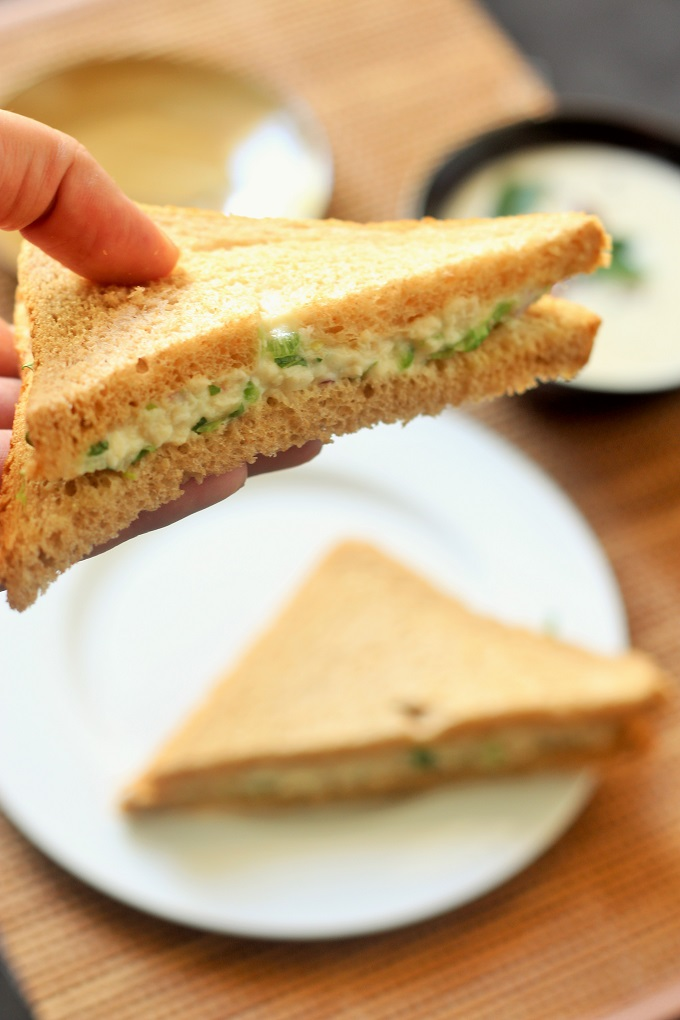 CHICKEN MAYONNAISE SANDWICH-delicious and easy to make chicken mayonaise sandwich made with things already available at home