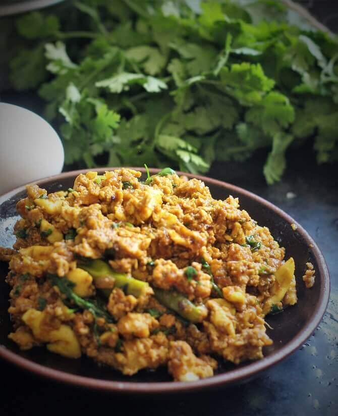 egg bhurji recipe in brown plate