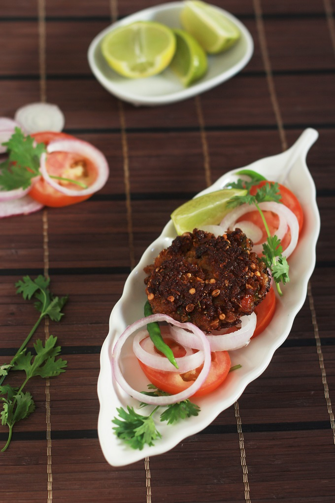 Chapli Kabab Recipe-A delicious kabab recipe made with mutton mince with aromatic spices.#halaalrecipes #chaplikabab #faskitchen #indianrecipes #muttonrecipes #kababrecipe #muttonkabab