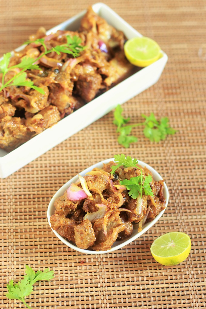 This Mutton Do Pyaza or Ghost Do Pyaza Recipe calls for onions, to be used in large quantities and in two batches. Once when you fry it in initial stages and second, when you add the onions in the end to give that crunchy flavor.