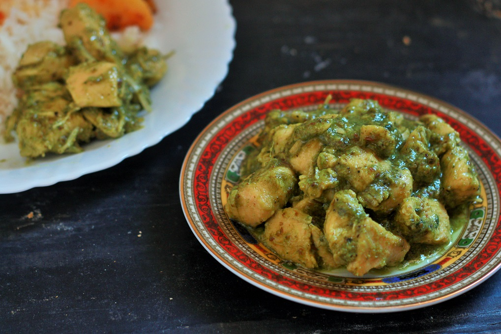 Hariyali Chicken Curry recipe - Murgh Hariyali Masala, a simple and tasty chicken curry recipe with a twist to it. The addition of green chili, spinach, coriander and mint leaves gives this chicken curry recipe a unique color to it.