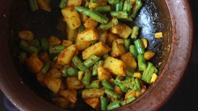 aloo beans sabji ready in a clay pot