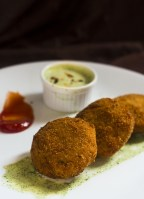 Indian Chicken Cutlet recipe is an amazingly delicious and tasty appetiser recipe that would be a perfect party food. The kids will simply love these indian chicken cutlet recipe and would come back asking for more. You can even pack them for the school lunch box.