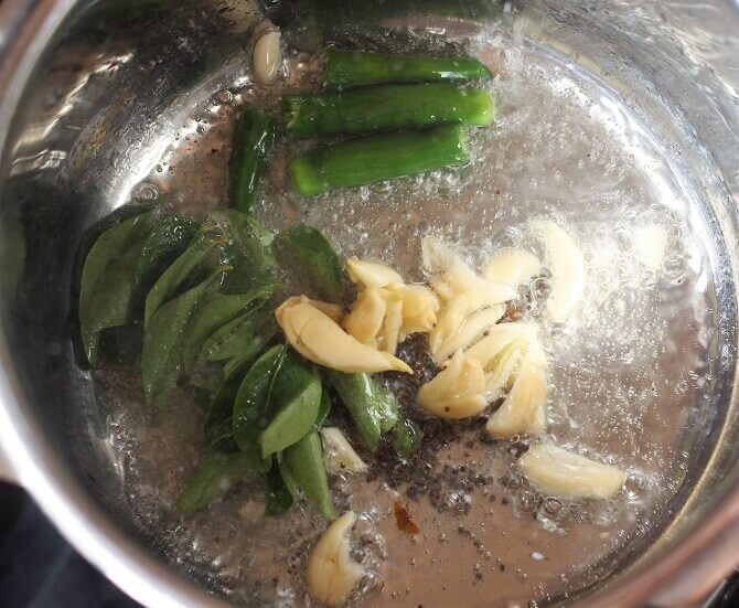 preparing tempering for arbi ki sabzi