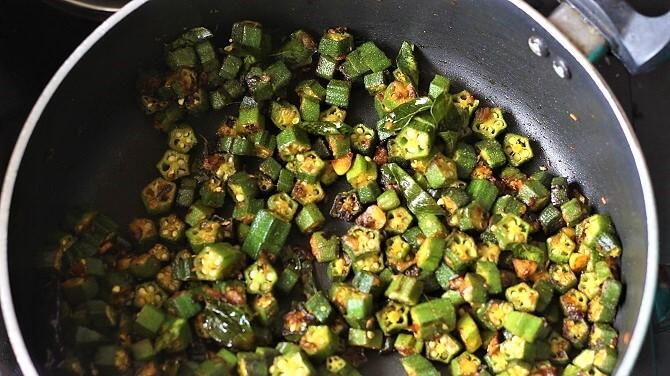 vendakkai poriyal prepared in black pan