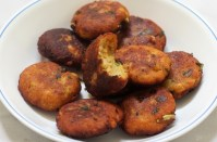 Aloo Paneer Tikki Recipe is made with potato and Indian cottage cheese. Simple yet dangerously delicious.