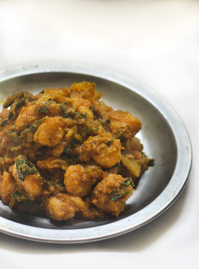 Simple Prawn Curry Recipe is a tasty and quick to make prawn curry dish. It is so easy to make that it gets ready in no time at all.