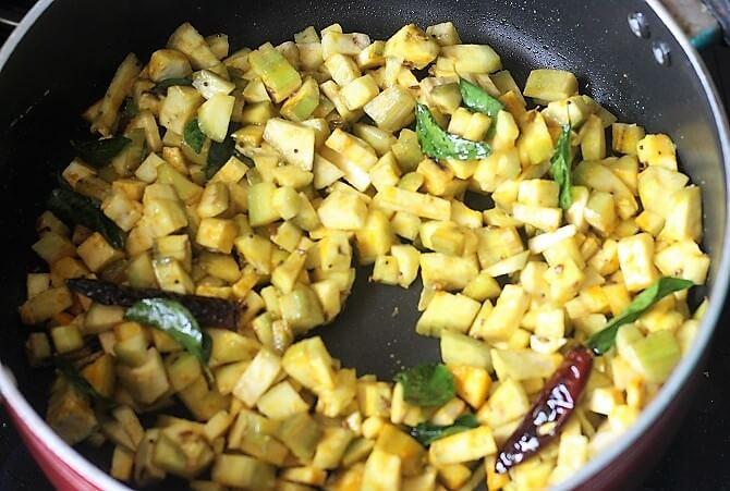 banana poriyal getting cooked