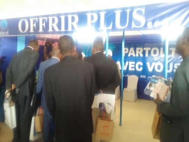 2)Les différents salons ont animé et exposé leurs différents produits sur les Télécommunications. Stand TELECEL FASO