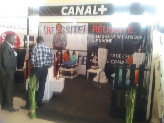 2)Les différents salons ont animé et exposé leurs différents produits sur les Télécommunications. Stand CANAL+