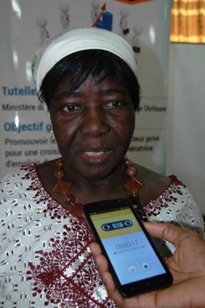 Honorine Ouédraogo/Zongo, présidente de l'association manegd-zenga entend développer son activité avec le chèque reçu