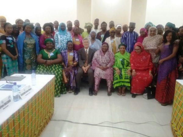 Photo de famille avec SEM l'Ambassadeur du Japon au Burkina Faso
