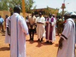 Le chemin de croix du vendredi 10 mars a l'église de la Rotonde présidé Père Bertrand Akpagbe de l'ordre des prêcheurs Dominicains