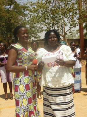 Les présidentes, de l'amicale des femmes de Bolloré (à gauche) et celle de l'association nationale des femmes vivants avec un handicap visuel (à droite)