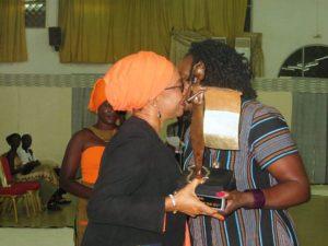 La Présidente du comité d'organisation Mme Marguérite Douanio, à reçu un prix pour la réussite de l'organisateur
