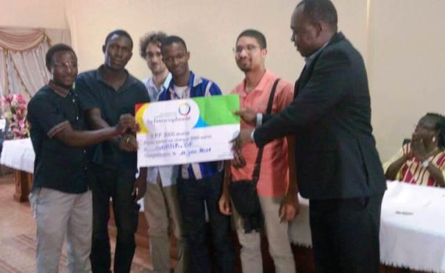 Les lauréats du site Sortir.nf avec le Directeur de cabinet du MDENP