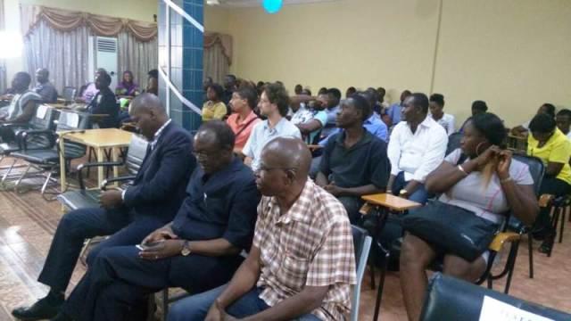 Le public a assisté avec grand intérêt la proclamation des résultats et la remise de chèque aux différents lauréats