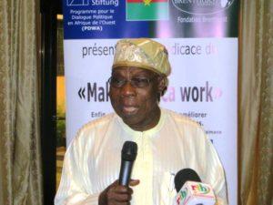 SEM Olusegun Obasandjo présentateur de l'ouvrage