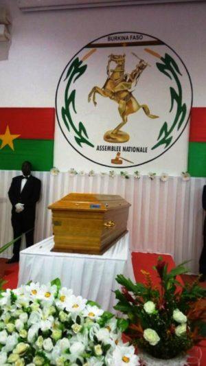 Le cercueil du défunt Salifou Diallo à l'Assemblée nationale