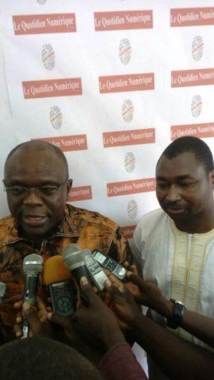 Le ministre de la communication Remy Dandjinou ( à gauche) et le promoteur du quotidien numérique D'Afrique Siaka Sow