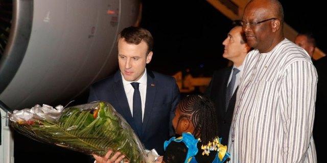 Accueilli dès son arrivé a l'aéroport international de Ouagadougou par le Président du Faso Rock Marc Christian Kaboré.