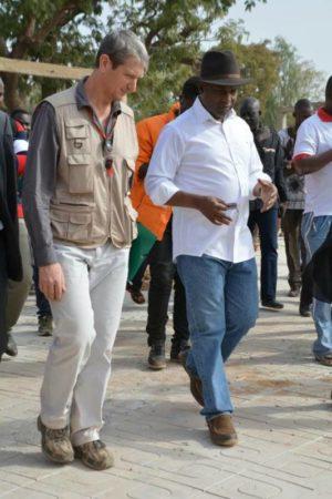 Le Ministre des Affaires Etrangères, de la Coopération et des Burkinabé de l'Extérieur, M. Alpha Barry en compagnie de M. Claude FABBRETTI