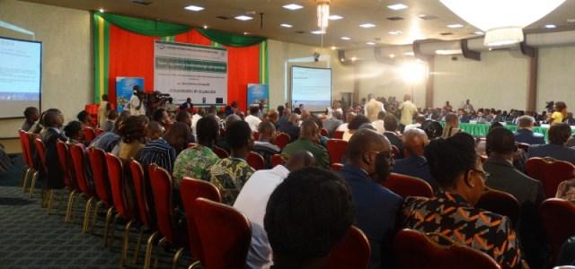 Les participants(es) à la conférence