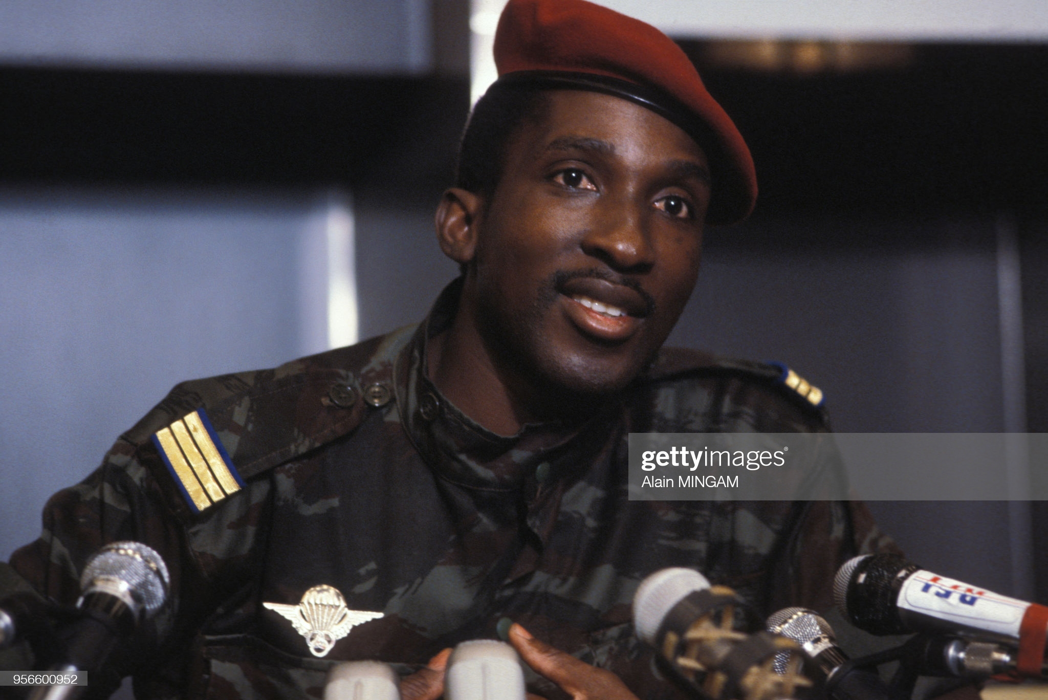 Le président du Burkina Faso Thomas Sankara lors d'un discours le 5 octobre 1983 à Paris, France. (Photo by Alain MINGAM/Gamma-Rapho via Getty Images)