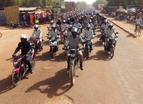 5ème-édition-Caravane-nationale-de-sensibilisation-sur-le-port-du-casque-à-Koudougou