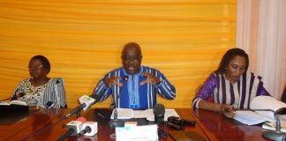1- Au –milieu- le- DG- Adama- Badolo- a –présenté-le -bilan