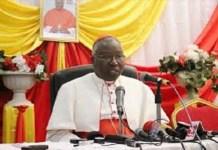 le-cardinal-montre-ce-qu-il-convient-de-faire