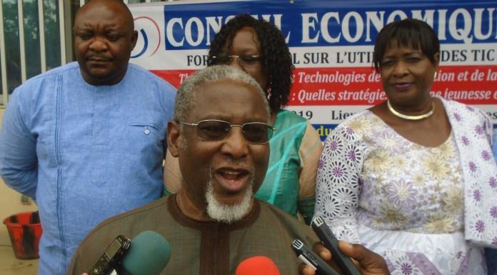 1) Le président du CES, Moïse Napon a appelé à les usagers des TIC air avec responsabilité
