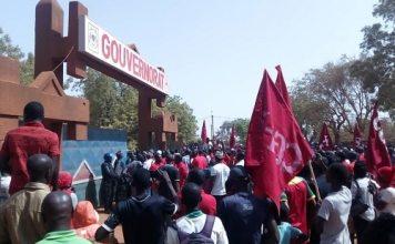 FADA -N'GOURMA -les -travailleurs -ont -battu –le- pavé -pour –demander- la –suppression- de -l'IUTS