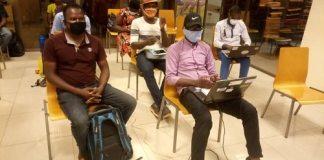 L'incubateur d'entreprises keoLID Innovation Hub, a organisé une formation au profit d'une quarantaine de ses incubés. Cette formation qui entre dans le cadre du projet Open Entreprise, vise à mieux outiller les jeunes à réaliser leurs rêves. C'était le mercredi 20 mai 2020, à son siège à Ouagadougou. « Déconstruire le mythe de l'entrepreneuriat », c'est ce thème qui a servi de fil conducteur à la présente séance de formation qui a réuni environ 40 jeunes entrepreneurs. Une formation dont l'objectif est de donner des rudiments nécessaires à ces jeunes afin de faciliter l'opérationnalisation de leurs projets. « C'est une formation introductive que nous donnons à nos incubés. KeoLID leur donne les préalables de l'entrepreneuriat, c'est -à-dire une idée globale de ce que ce domaine exige. La présente formation concerne nos incubés de Ouagadougou, de Bobo –Dioulasso et de Koudougou. Il y a également des incubés qui nous suivent en ligne », a déclaré Armand Yao, directeur des produits et programmes de keoLID. A l'en croire cette séance n'est qu'une partie d'une série de formation en cours. Selon les participants, cette formation est une grande opportunité à saisir, car elle va en droite ligne avec les attentes en matière de l'entrepreneuriat jeune. Zoundi Wenpenga Roger, coordonnateur de Scoring Card, y trouve son compte. « Nos attentes est qu'on puisse démystifier tout ce qu'un chef d'entreprise pourrait rencontrer. C'est vraiment un programme intégré et assez complet avec toutes les étapes, qui aura toutes les composantes d'accompagnement. Ce programme va permettre aux différents incubés de monter en compétence pour pouvoir bien gérer leurs entreprises. Inès Belemkoabga, promotrice de « RINONDO », une Start up de livraison de repas à domicile et au bureau, ne cache pas sa satisfaction. « C'est une formation qui nous est utile parce que ça nous apprend beaucoup plus sur l'entrepreneuriat. Tout le monde pense qu'on peut devenir entrepreneur du jour au lendemain, alors qu