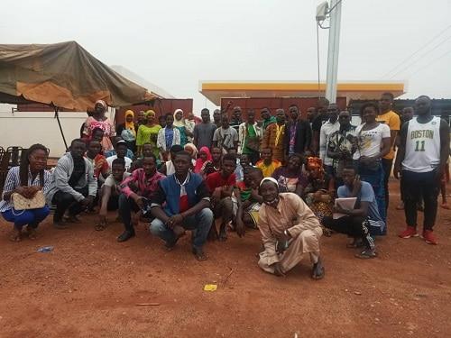KOMSILGA-un –groupe- de- jeune- soutient- le –maire- Issouf- Nikièma