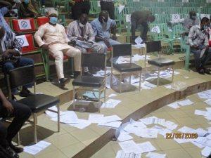 Manifestation- de- conseillers- municipaux – le- maire -Béouindé -est –dans- un- sale -drap