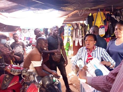 Election -couplée –du- 22 –novembre-Yeli- Monique- Kam- échange- avec- les- commerçants- de -Gaoua