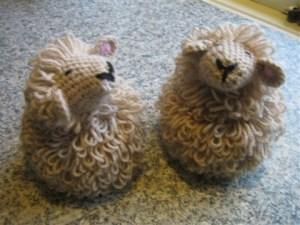 to brune får