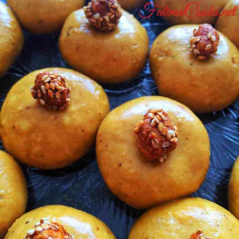 Besan ke Laddo (sweet gram flour balls) - a Pakistani/Indian dessert recipe by fatimacooks.net