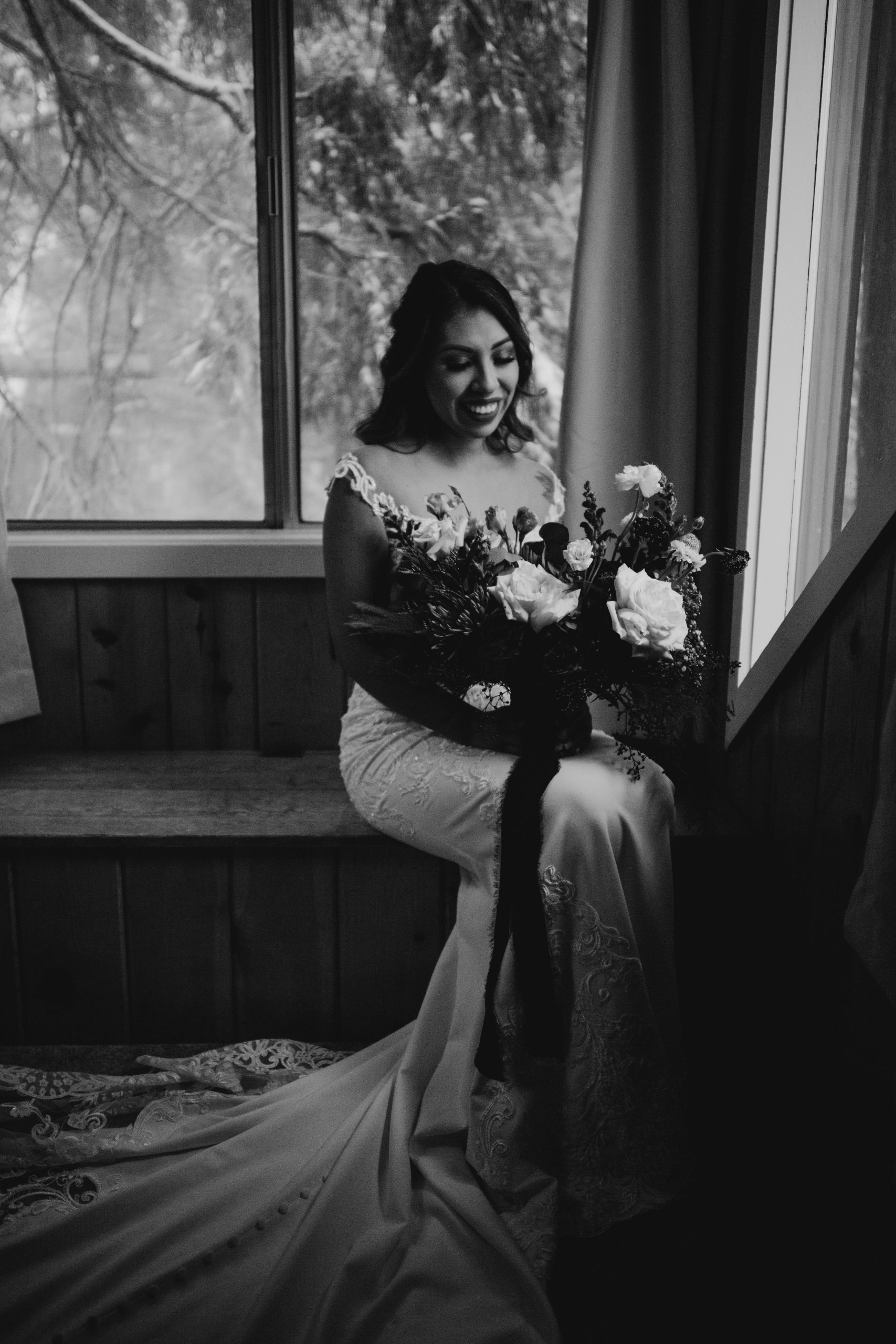 Bride with her bridal bouquet, image by Fatima Elreda Photo