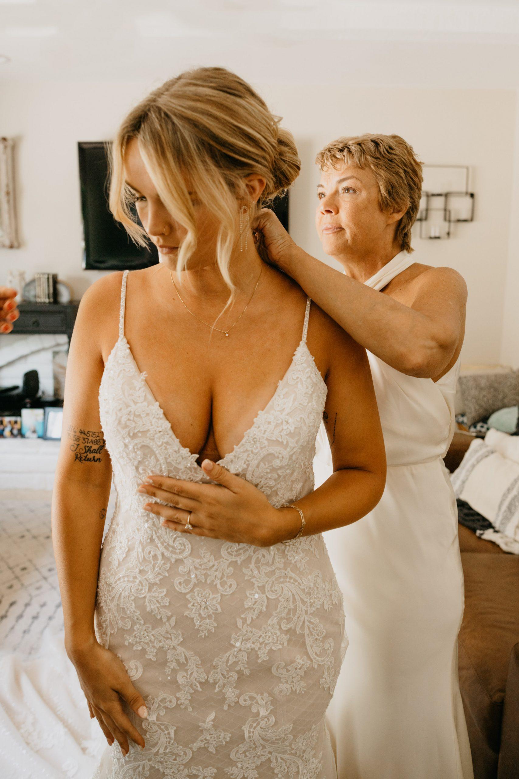 Mom and bride on wedding day in Laguna Beach, image by Fatima Elreda Photo