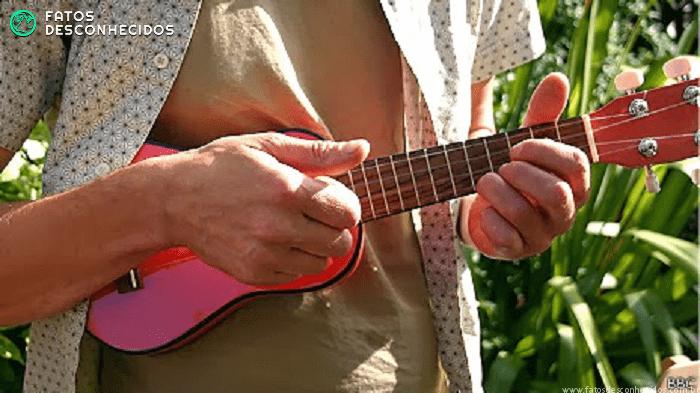 Após pancada na cabeça adolescente passa a tocar 13 instrumentos