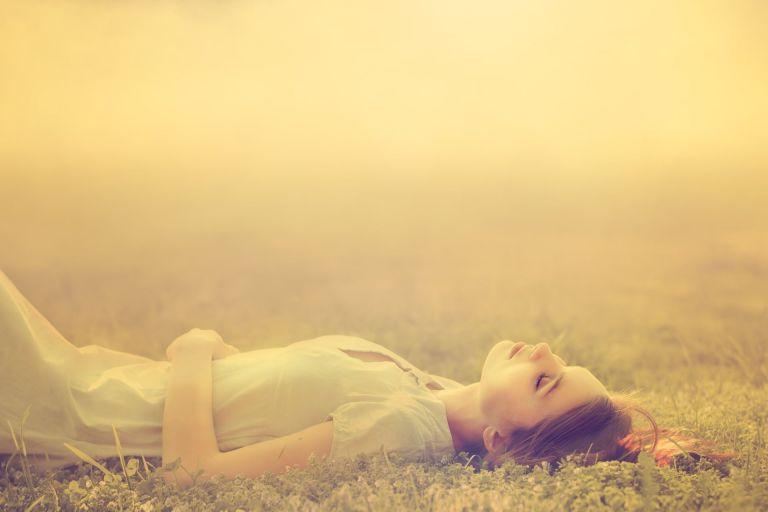 Por que esquecemos os nossos sonhos quando acabamos de acordar?
